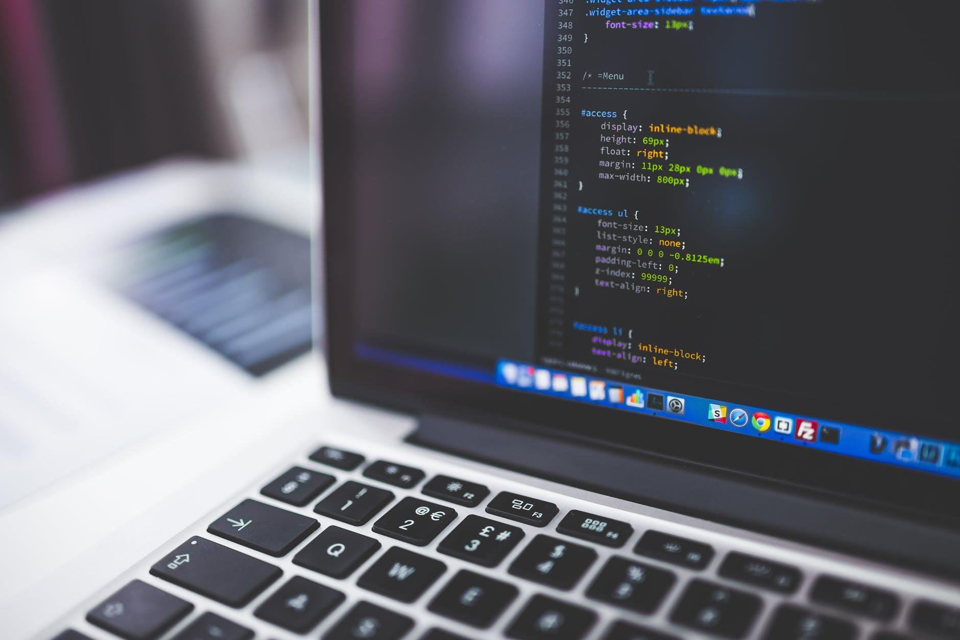 ordinateur code html pexels