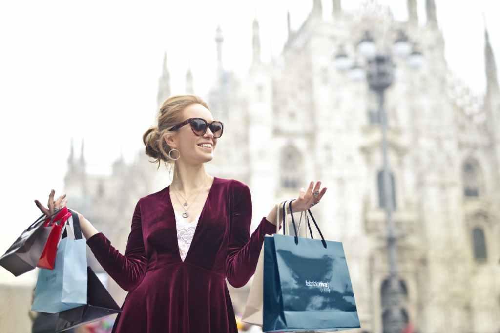femme shopping sacs