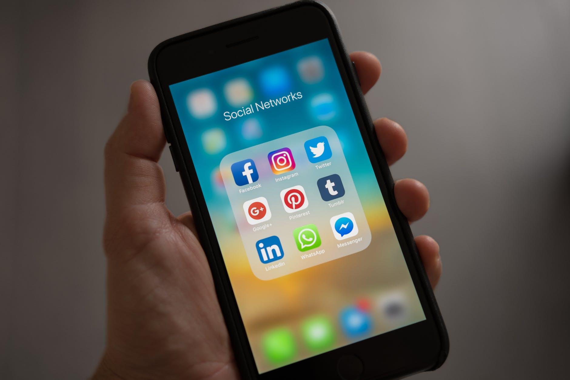 portable icones réseaux sociaux